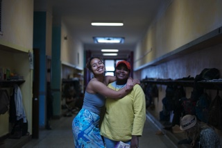 320 Kaya and Imani in hallway